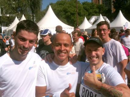 Axecibles franchit la ligne d'arrivée du marathon de Lille 2011